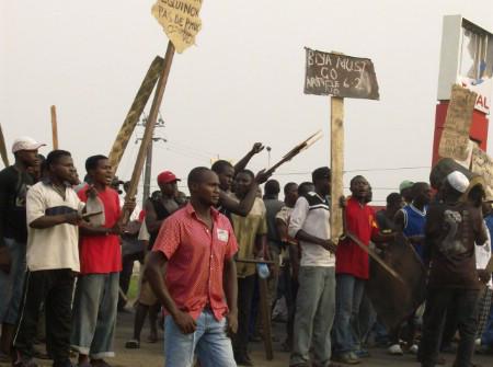 LES ÉMEUTES AURAIENT FAIT PLUS DE 100 MORTS AU CAMEROUN, SELON DES ONG
